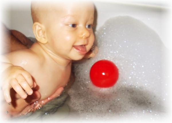 Jak oswoić niemowlaka z wodą?[tekst]